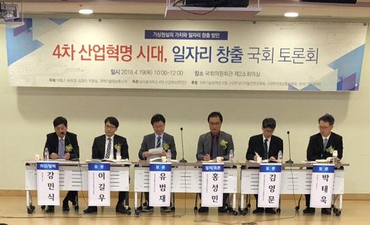 """VR·AR, 융합 가능성 무궁무진… 정부 지원·대기업 협업 늘려야"""